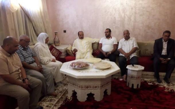 الأخ الكاتب العام يقدم واجب العزاء للأخت حفيظة الجدلي في وفاة زوجها